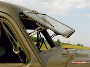 Поднятое стекло позволяет радикально проветрить кабину
