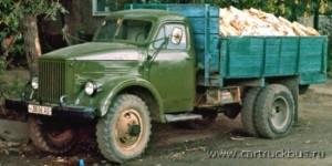 И в наше время двухскатные ГАЗ-63 (или полноприводные ГАЗ-51А) возят дрова населению. Барнаул, 2005 год.