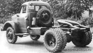 ГАЗ-63П с дополнительным бензобаком, колесными дисками «УралЗИС» и «вездеходными» шинами с протектором «елкой». Заводское фото, 1958 год.