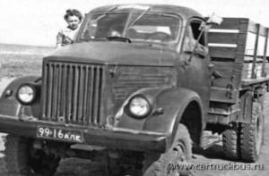 В основном двухскатные ГАЗ-63 были популярны в сельском хозяйстве Российской федерации. Алтайский край, 1960-е.