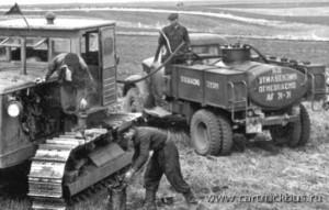 Классические серийные ГАЗ-63 в народном хозяйстве устраивали далеко не всех. Сельский топливозаправщик с традиционным задним мостом. Алтайский край, 1957 год.