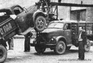 Импровизированный автоподъемник. Оренбургская область. Начало 1970-х.