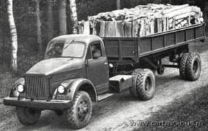 ГАЗ-63Д с самосвальным полуприцепом на испытаниях по перевозке древесины. Горьковская область, конец 1950-х, заводское фото.