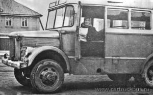 Ранний вариант пассажирского автобуса на шасси ГАЗ-63Е (обратите внимание на выпуклую, округлую в плане облицовку радиатора). Петрозаводск, начало 1960-х.