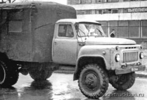 Продолжение темы: техпомощь производства «Большереченской агроремтехники» на полноприводном ГАЗ-52 в двухскатном варианте. Передний мост заимствован от ЗИС-151. Барнаул, Апрель 1985 года.