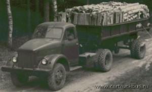 Седельный тягач ГАЗ-63Д был способен тянуть по раскисшим грунтовкам полуприцеп полной массой 6000 кг.
