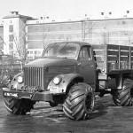 ГАЗ 63 с установленными на колеса арочными шинами